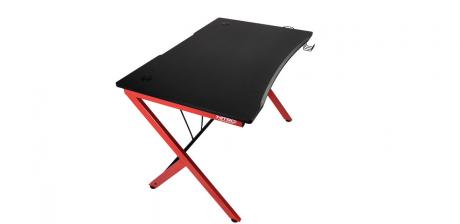 Nitro Concepts D12, así es la mesa gaming para los jugadores con poco espacio
